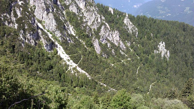 Sentiero a zig zag verso Pozza di Cadria